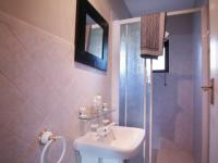 Bathroom 1 - 2 square meters of property in Silver Lakes Golf Estate
