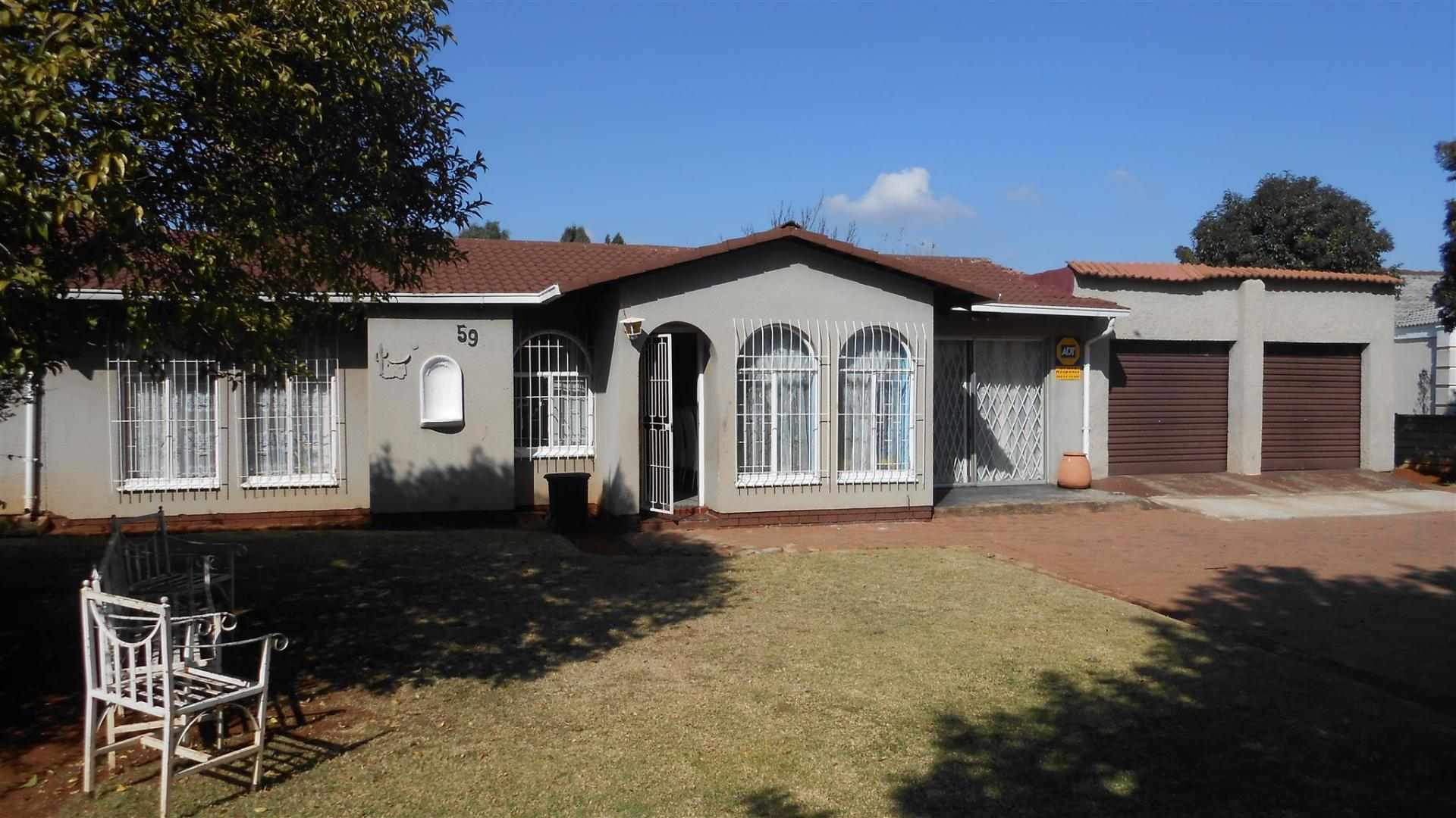 Front View of property in Dawn Park