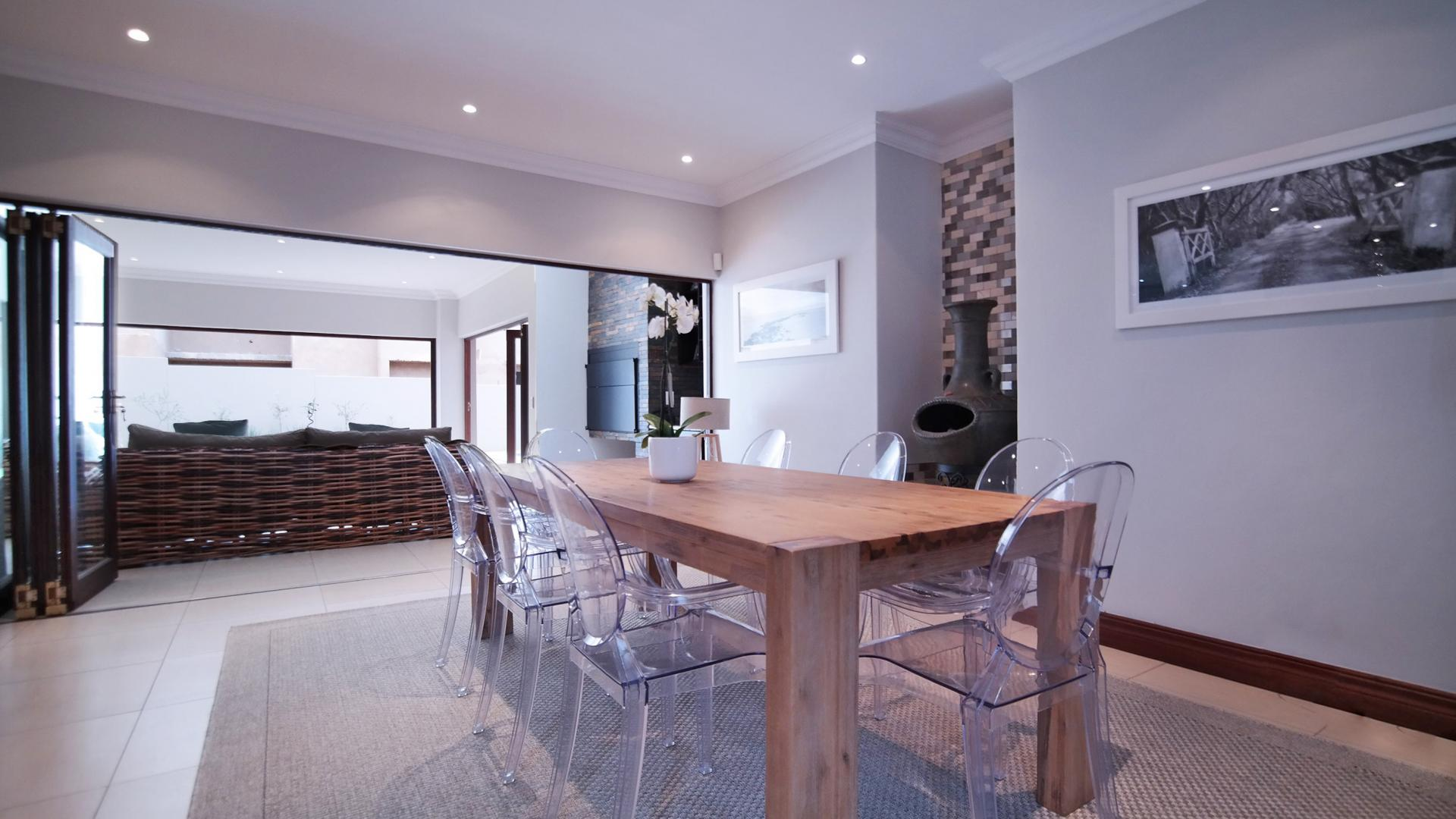 Dining Room - 27 square meters of property in Silverwoods Country Estate