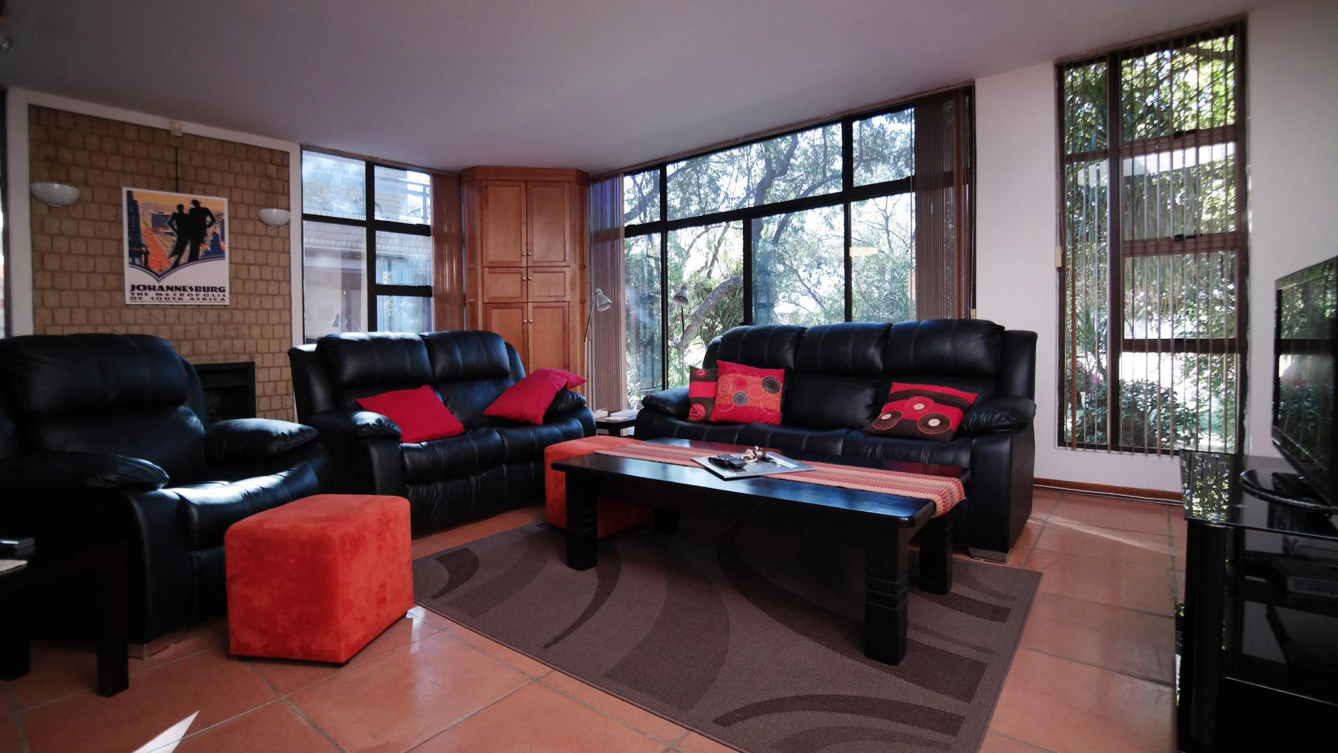 Lounges - 85 square meters of property in Silver Lakes Golf Estate