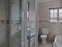 Bathroom 3+ - 66 square meters of property in Moreletapark