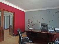 Spaces - 298 square meters of property in Moreletapark