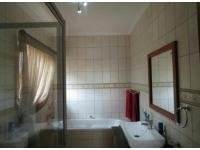 Bathroom 2 - 4 square meters of property in Ifafi