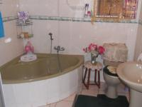 Main Bathroom - 6 square meters of property in Caneside