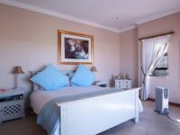 Main Bedroom - 33 square meters of property in Woodhill Golf Estate