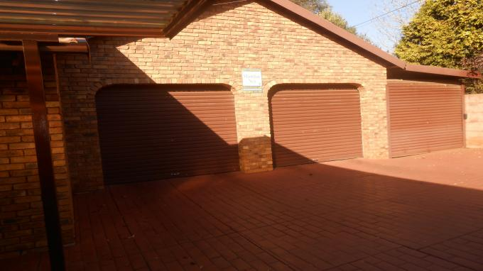 4 Bedroom House for Sale For Sale in Rooihuiskraal - Private Sale - MR130491