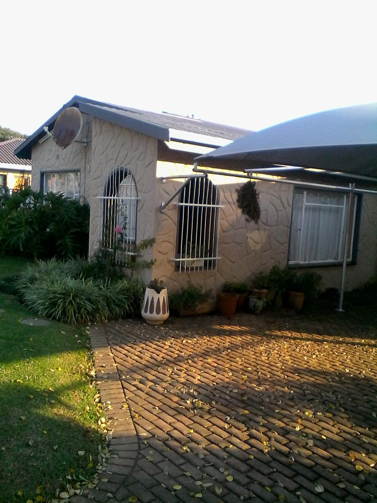 3 Bedroom House For Sale in Piet Retief - Home Sell - MR130509