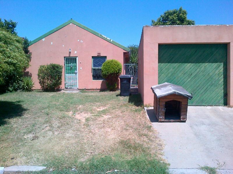 2 Bedroom House For Sale in Kraaifontein - Home Sell - MR130577