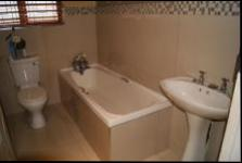 Main Bathroom - 8 square meters of property in Musgrave