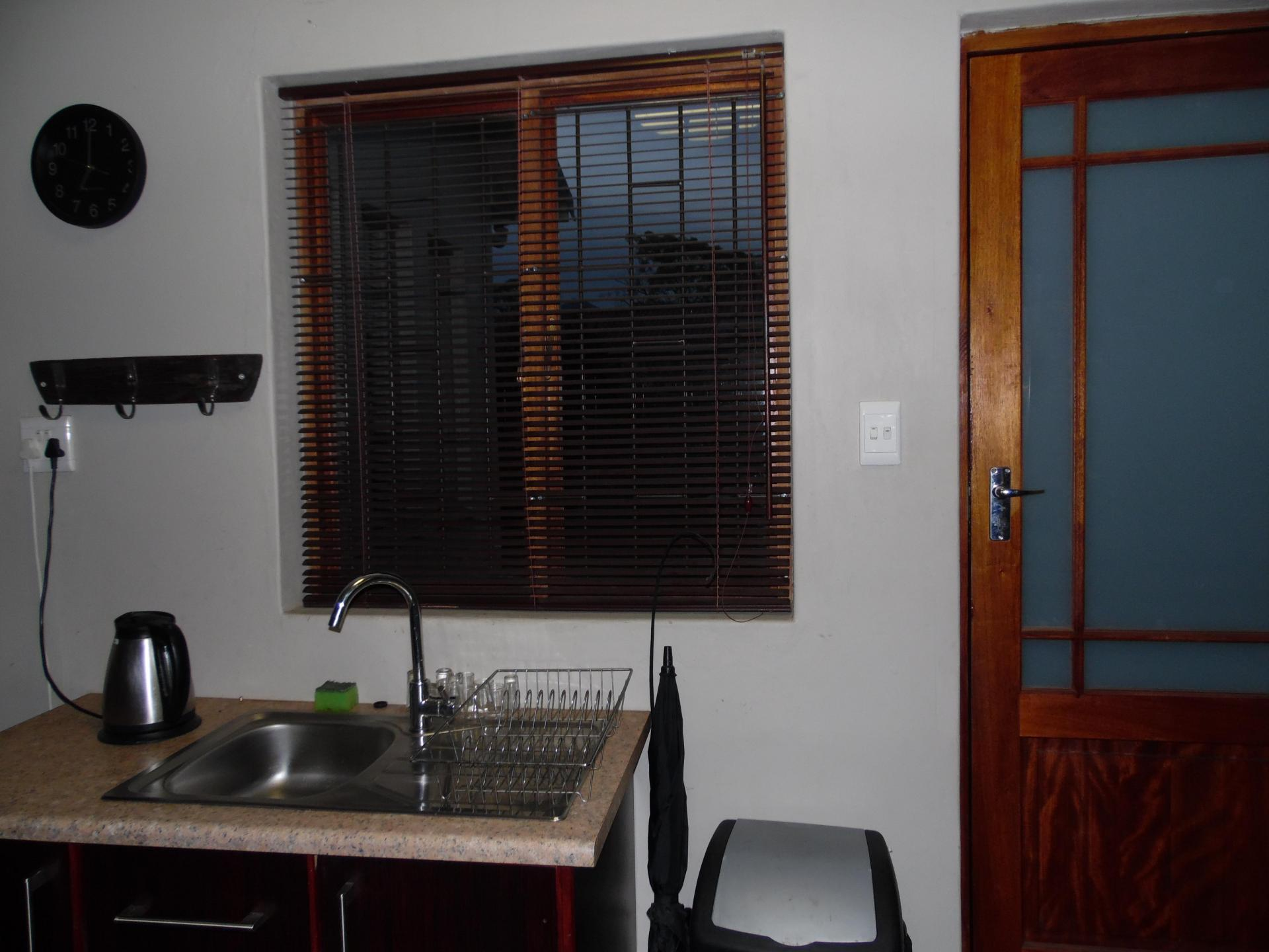 Kitchen - 8 square meters of property in George East