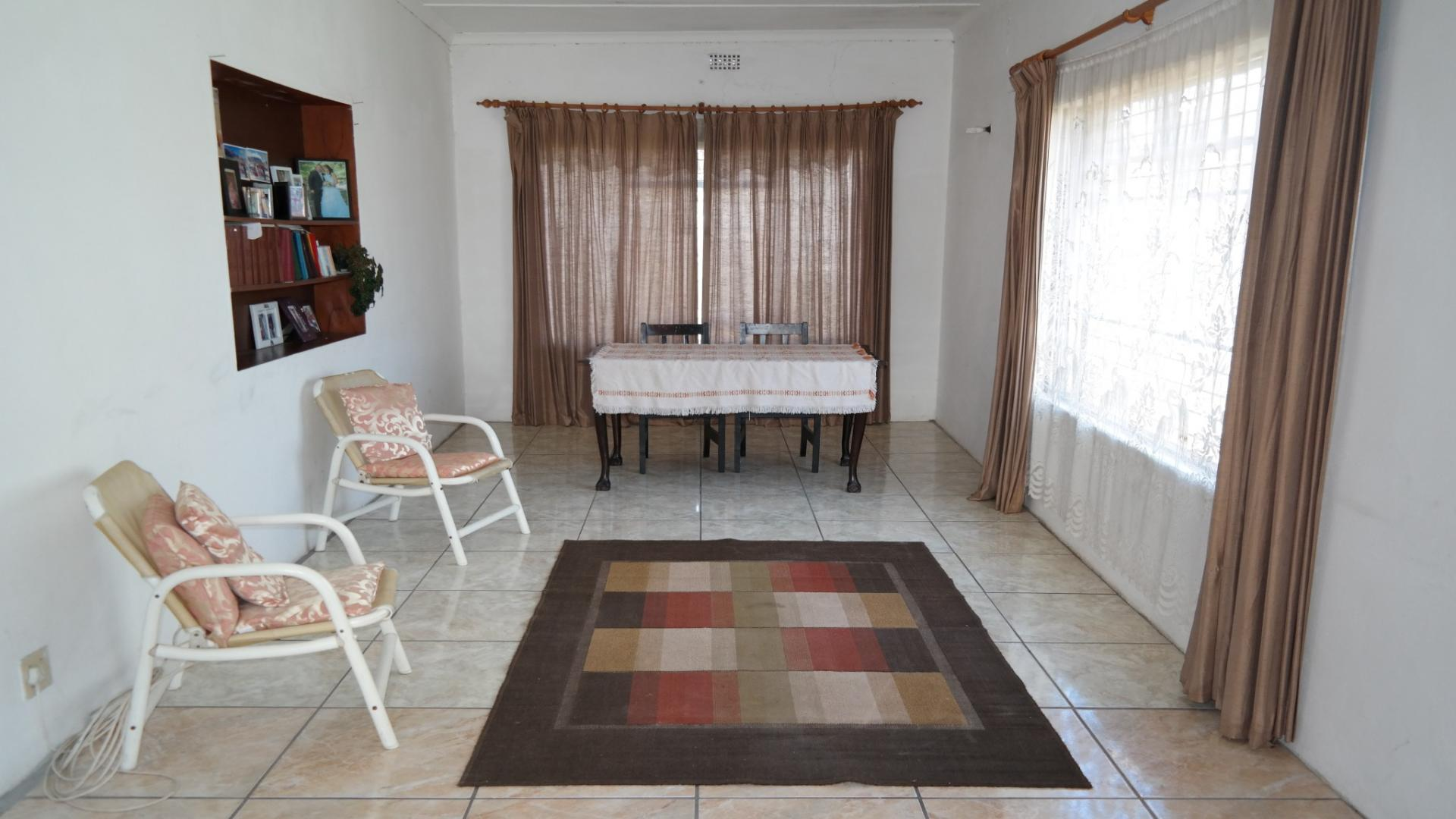 Lounges - 24 square meters of property in Franschhoek