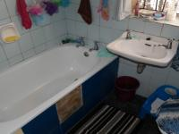 Bathroom 1 - 7 square meters of property in Franschhoek