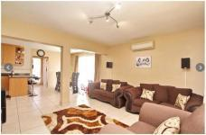 Lounges - 23 square meters of property in Olivedale