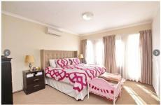 Main Bedroom - 27 square meters of property in Olivedale