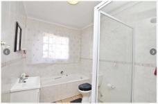 Main Bathroom - 11 square meters of property in Olivedale