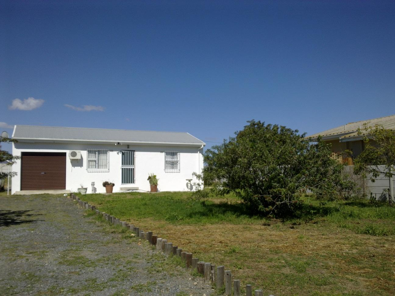 2 Bedroom House for Sale For Sale in Piketberg - Home Sell - MR130795