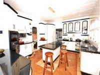 Kitchen of property in Winston Park