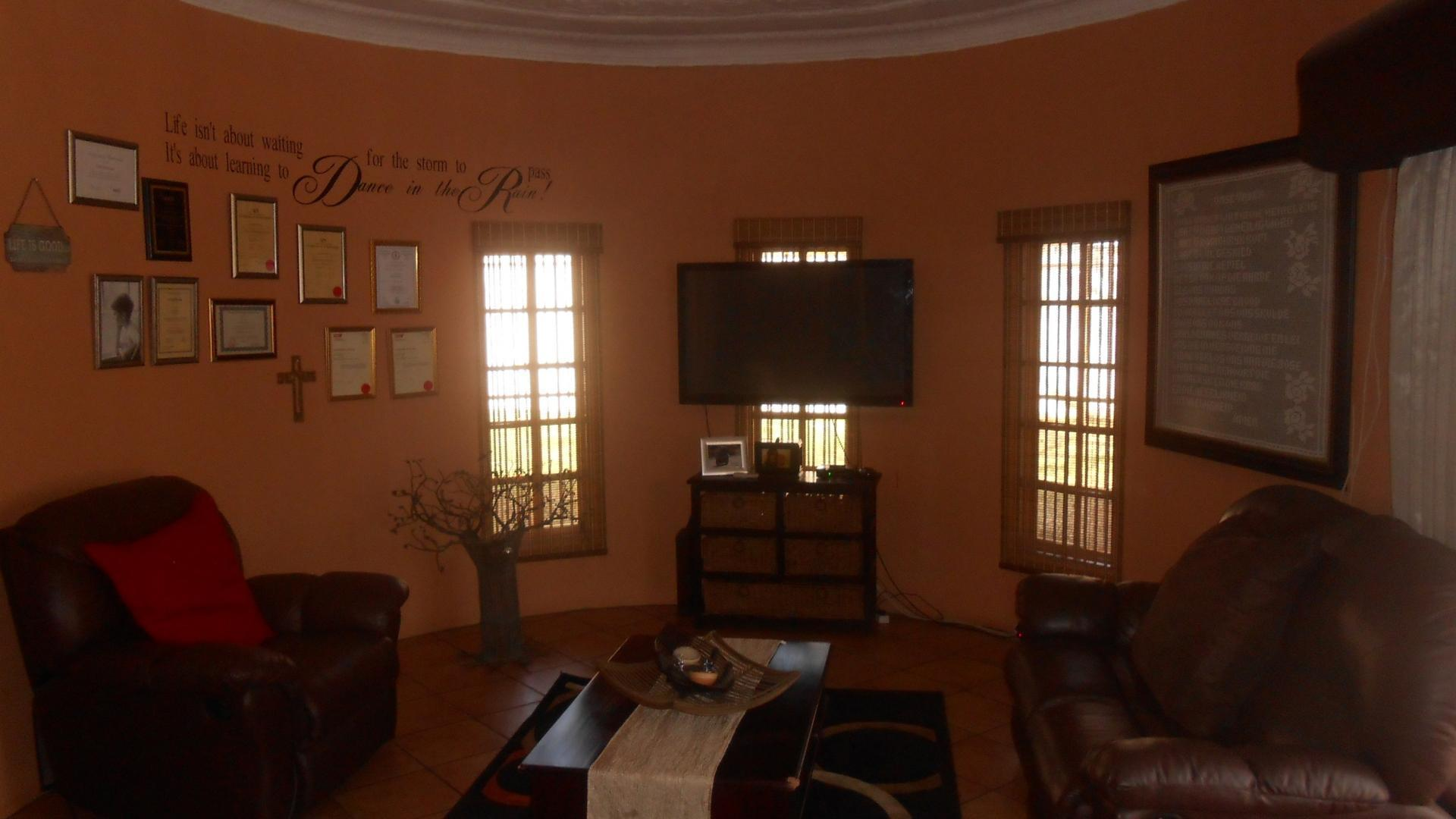 Lounges - 64 square meters of property in Capital Park