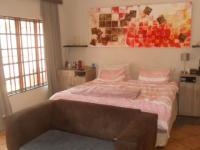 Main Bedroom - 30 square meters of property in Capital Park