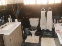 Main Bathroom - 16 square meters of property in Capital Park