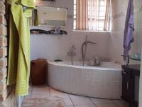 Main Bathroom - 15 square meters of property in Helderkruin