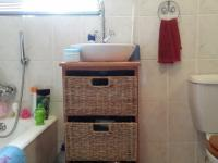 Bathroom 1 - 5 square meters of property in Helderkruin