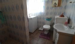 Bathroom 1 - 13 square meters of property in Parys