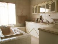 Main Bathroom - 15 square meters of property in Elspark
