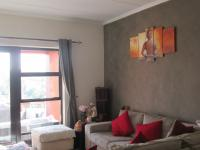 Lounges - 18 square meters of property in Glenvista