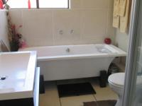 Main Bathroom - 6 square meters of property in Glenvista