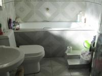 Main Bathroom - 6 square meters of property in Ennerdale