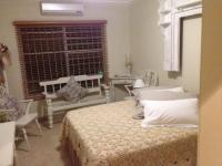 Bed Room 1 - 11 square meters of property in Birdswood