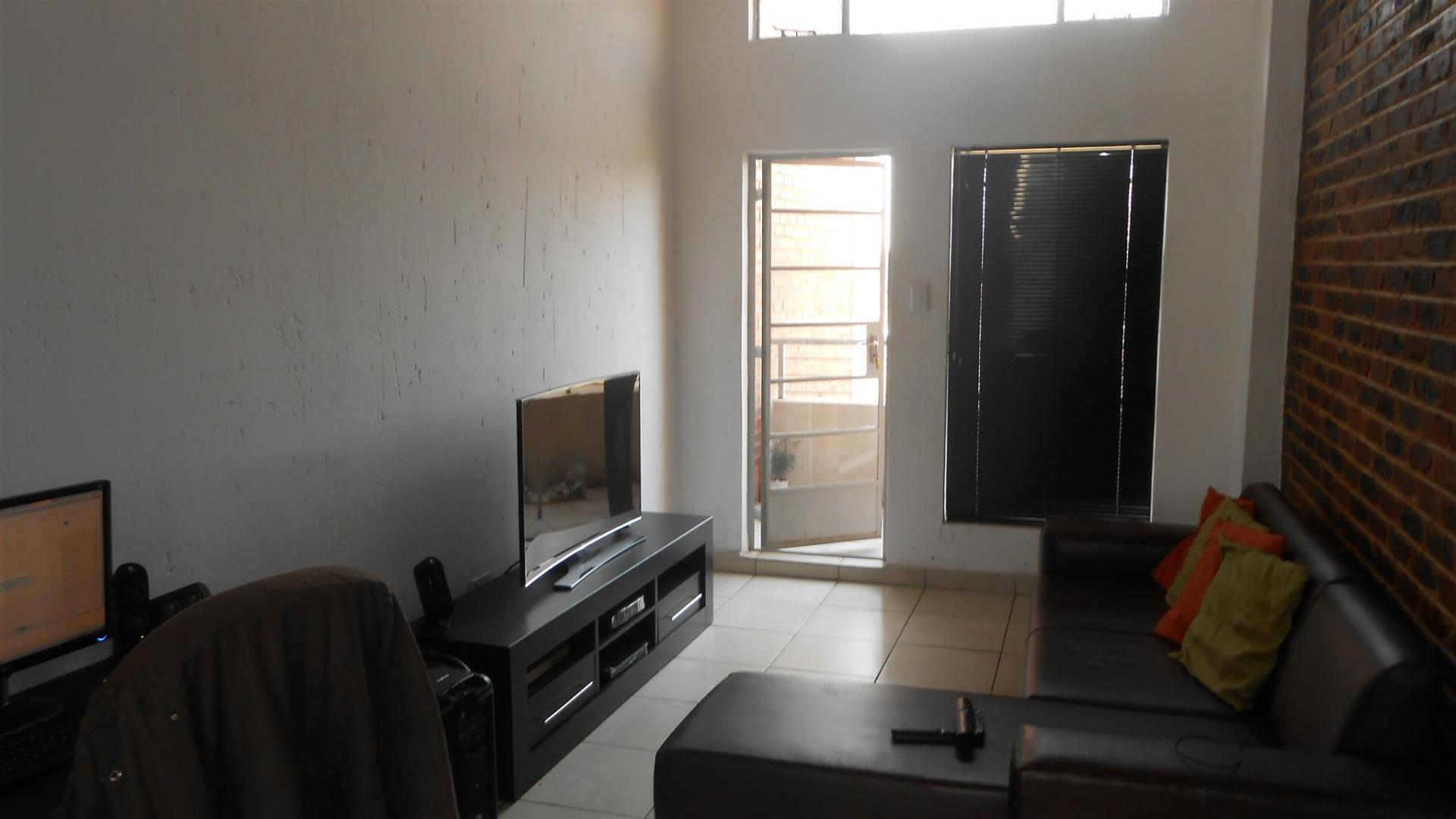 Lounges - 13 square meters of property in Buccleuch