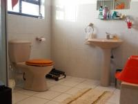 Bathroom 2 - 4 square meters of property in Mayfair