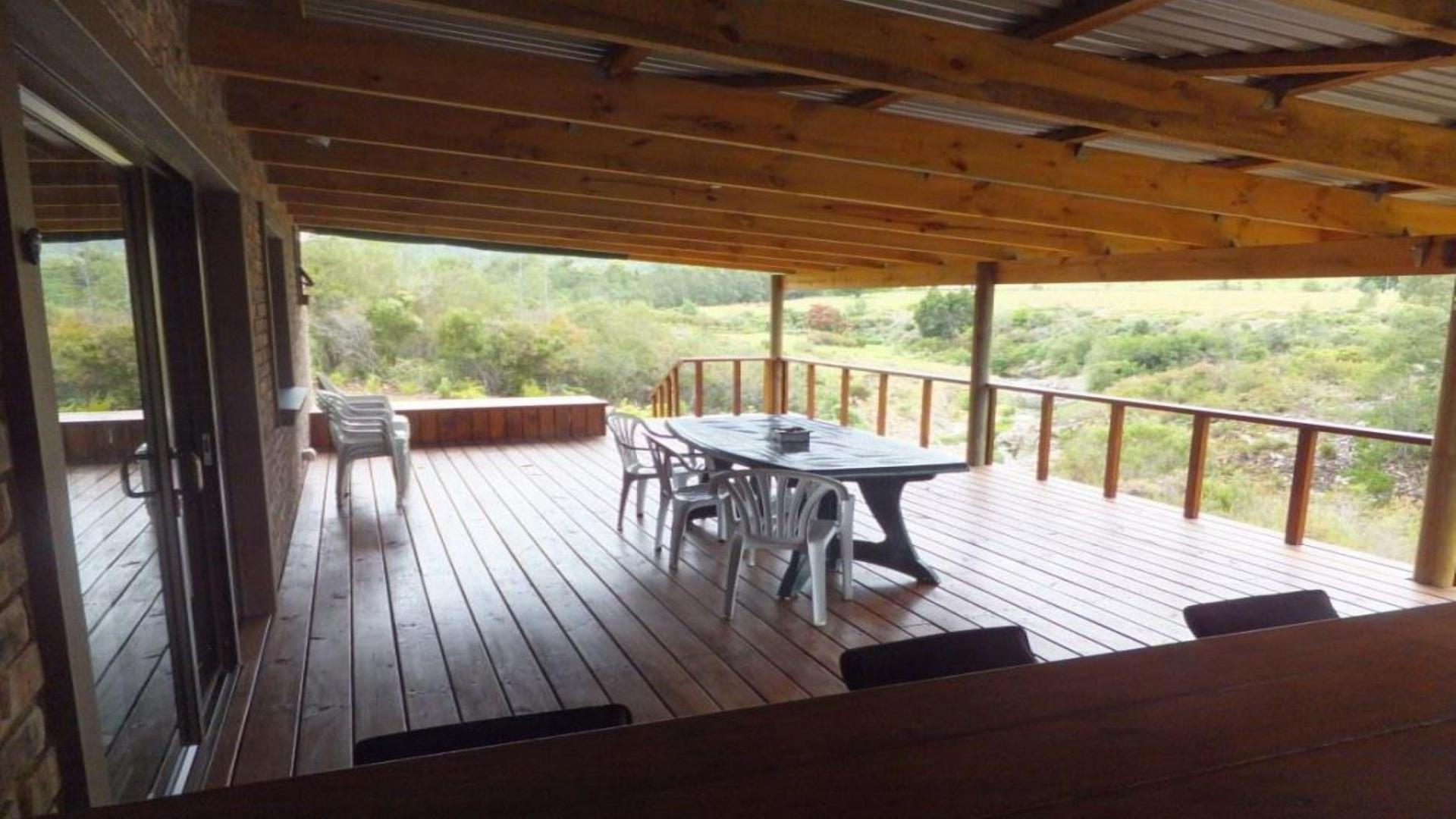 Patio - 32 square meters of property in Plettenberg Bay