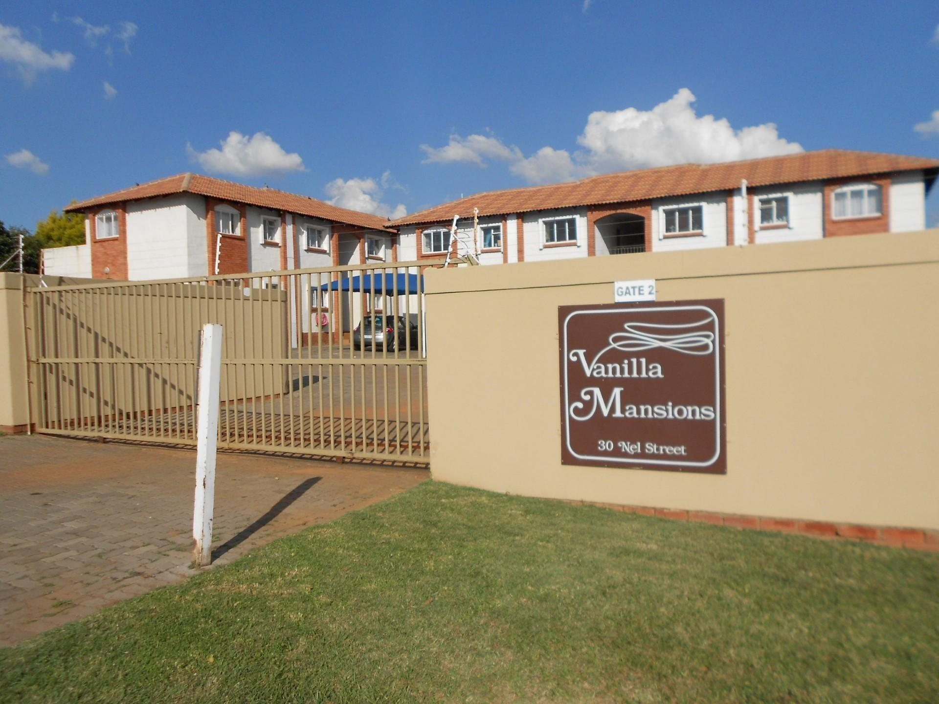 2 Bedroom Apartment For Sale in Rensburg - Private Sale - MR131683