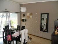 Dining Room - 17 square meters of property in Ballitoville