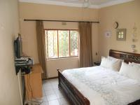 Main Bedroom - 19 square meters of property in Ballitoville