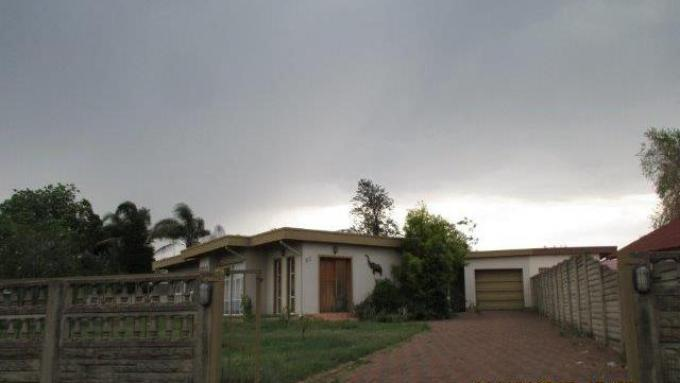 Standard Bank EasySell House for Sale For Sale in Newcastle - MR131803