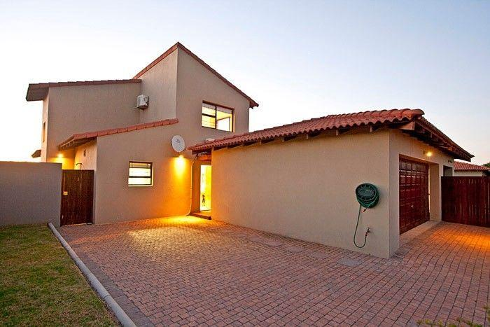 3 Bedroom House For Sale in St Francis Bay - Home Sell - MR131805
