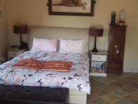 Main Bedroom - 28 square meters of property in Paulshof