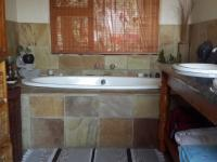 Main Bathroom - 10 square meters of property in Paulshof