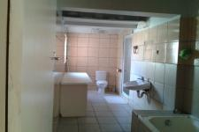 Bathroom 1 of property in Pacaltsdorp