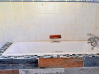 Main Bathroom - 7 square meters of property in Escombe