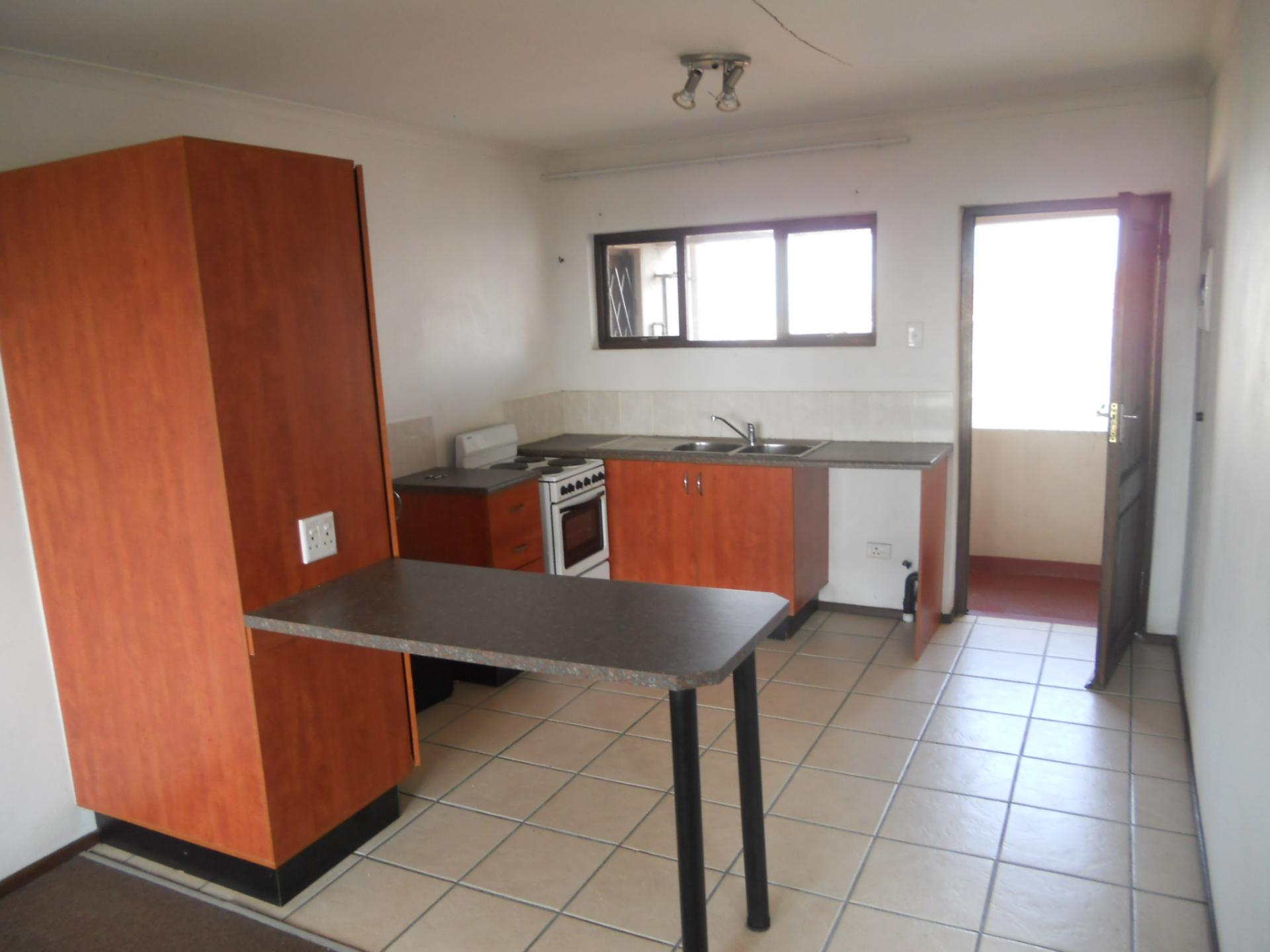 Kitchen - 12 square meters of property in Montclair