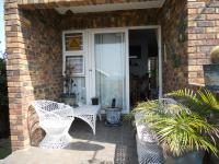 Patio - 15 square meters of property in Athlone Park