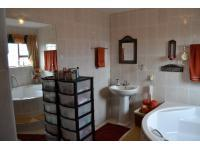 Main Bathroom - 11 square meters of property in Jeffrey's Bay