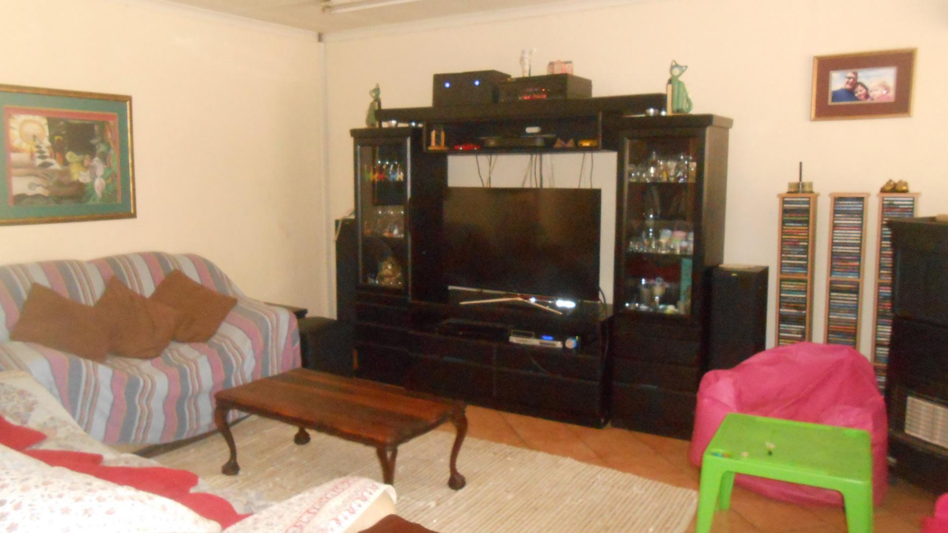 Lounges - 54 square meters of property in Garsfontein