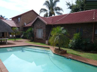 5 Bedroom House for Sale For Sale in Rooihuiskraal - Home Sell - MR13205
