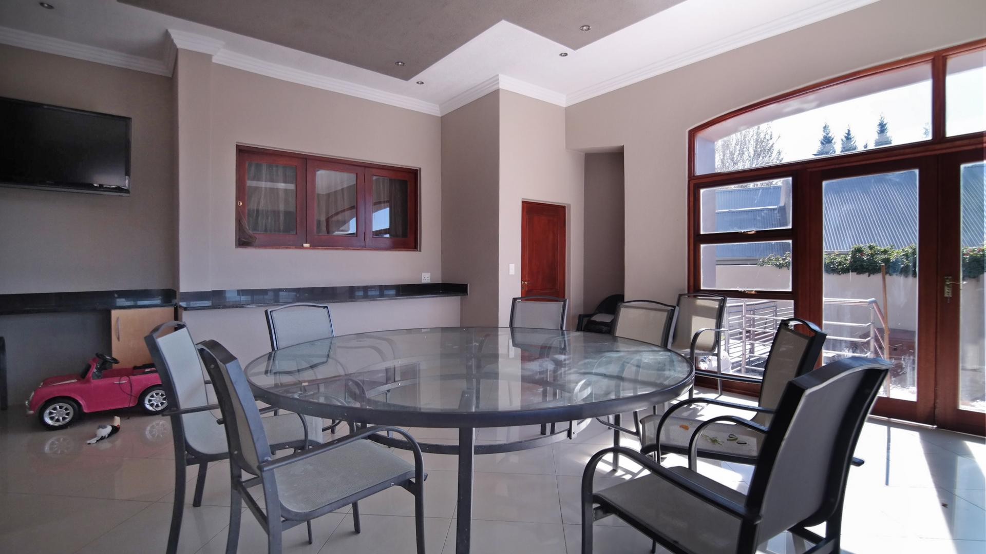 Patio - 43 square meters of property in Woodhill Golf Estate